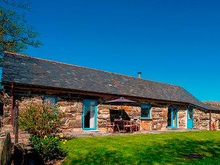 Hebog Bach - Delightful 5 Star Single Storey Cottage on Private Leafy Estate