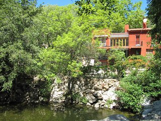 4 bed villa, idyllic stream to swim in & relax by, Sorede