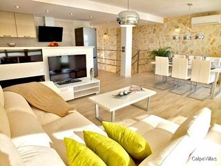 Wow factor luxury boutique style, modern Calpe apartment, wifi, a/c + sky tv