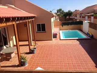Nice villa. Short Walk to sea and town. Privat pool.  WI-FI and TV., Corralejo