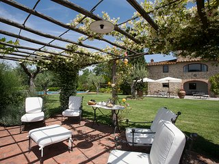 5 bedrooms villa in the Chianti region with private swimming pool