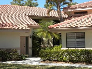 2 BR/2 BA/Den/Garage Coach Home, Naples