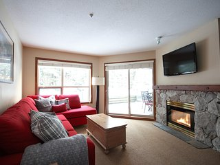 'The Aspens' Serene & Spacious 2BR/ with pool, Whistler