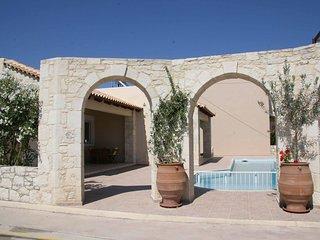 Villa Kouros-Beach front house-family friendly