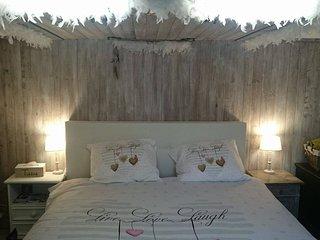 Kamer met aparte ingang en badkamer, Brujas