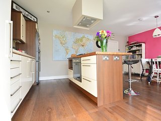 Killarney Sanctuary - Trendy townhouse!