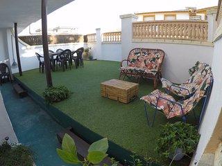 3 dormitorios y precioso jardin privado de 120 m., Matalascanas