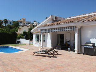 Luxury villa with private pool & jacuzzi in the most beautiful beach of Marbella, Elviria