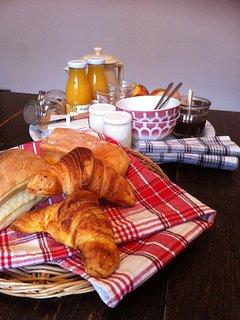 Petit-déjeuner à la française.