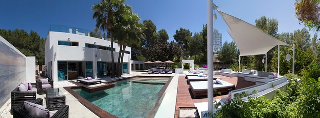 Panoramic showing main pool and sunbathing area in front of the open-plan lounge