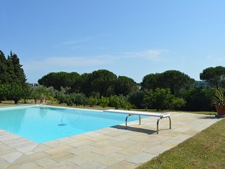 Your private pool, surrounded by a 6-hectare park with fruit trees...a dream!