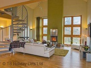 5 bed modern ski villa near Glenshee