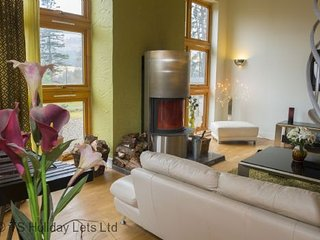 Gulabin House, a spacious and luxurious beautiful modern ski villa near Glenshee