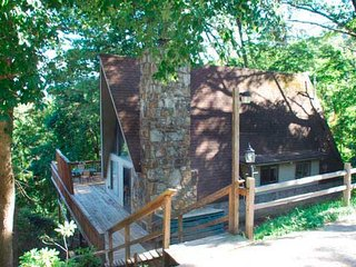 Owl's Nest Chalet - 2 Bedroom A-Frame with Mountain View, Gatlinburg