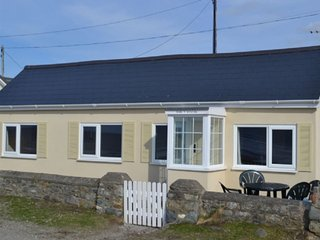 Gorgeous Beach Bungalow RIGHT ON THE BEACH at Aberdesach near Dinas Dinlle - FAB