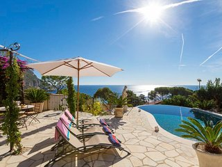 Charming Villa w/ Beautiful Ocean and Mountain Views, Just Steps to the Beach!