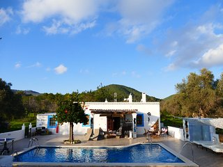 STUNNING CHEERFUL RUSTIC HOUSE 5 double bedrooms 3 bathrooms  POOL WIFI SEA, Santa Eulalia del Río