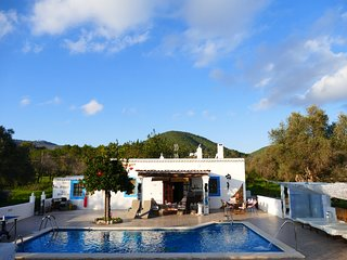 CHEERFUL   STUNNING  Villa  with BIG pool5 double bedrooms WIFI & SEA, Santa Eulalia del Río