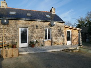 Character stone cottage in peaceful setting., Le Saint