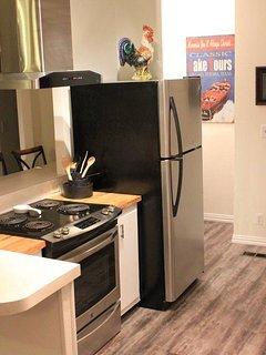 Kitchen with full size washer & dryer in corner.