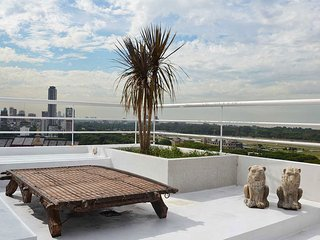 Funky Three Bedroom Penthouse with Private Terrace, BBQ and Pool