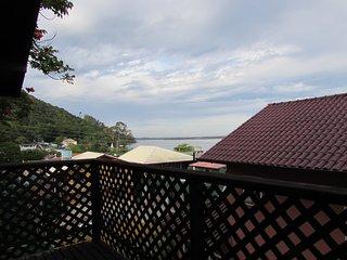 Linda casa arborizada e a  50 metros da Lagoa da Conceicao