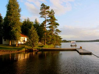 Fee's Landing Resort, Cottage A -2BDRM waterfront