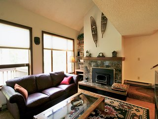 Snowater Condo #80-2 Story Deluxe Condo Sleeps 4 Close to Community Amenities!