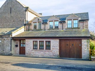 STEWART HOUSE, pet-friendly, enclosed courtyard, WiFi, Wooler, Ref 948670