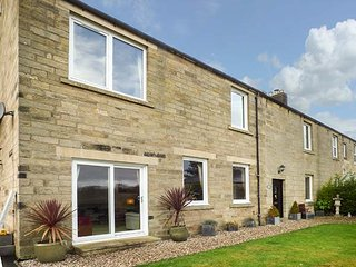 HOLLY COTTAGE, high-quality accommodation, sea views, en-suites, WiFi, Warkworth, Ref 949435