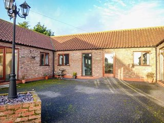 THE BYRE, all ground floor, open plan, shared courtyard, Caistor, Ref 950233