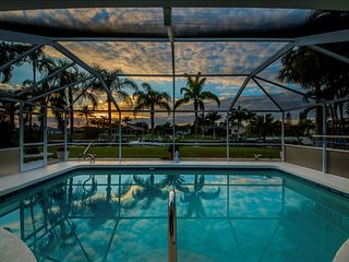 Villa Calusa - Gulf Access Pool Western Exposure for Beautiful Sunsets!, Cape Coral