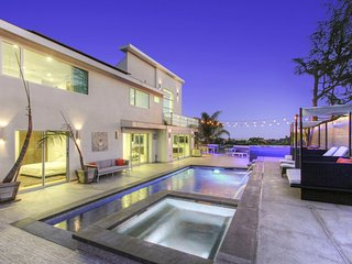 Modern Entertainers dream! 5 bedroom smart home w/ beautiful pool/yard!