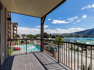 Walk to town, dip in the shared pool & hot tub, and enjoy the view!, Manson