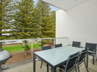 24 The Breeze - Sea Views Right in the Heart of Victor Harbor