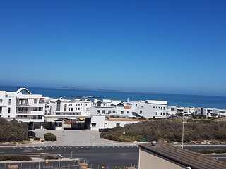 Sea Gem; mesmerising sea views, modern apartment, great location!