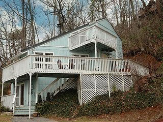 Mount Beautiful a 4 bedroom cabin located in Gatlinburg.
