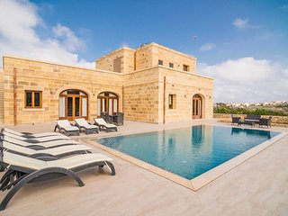 Detached villa with private pool and beautiful views