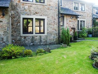 SPRINGFIELD COTTAGE, stone-built cottage, village location, AONB, WiFi, in Chipp