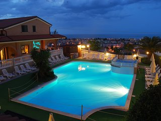 Trilo for up to 6 people with shared pool, Tortoreto