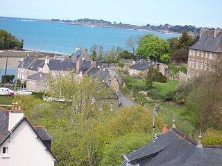 Villa avec vue sur mer 500 m du port du guildo tout près du GR 34 Ebihens