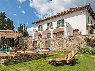 Bellissima Villa del '500 nel Chianti, 8 camere con bagno, piscina, 14km Firenze