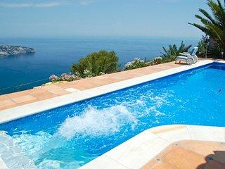 Villa Romantica: beautiful panoramic view of bay &mountains