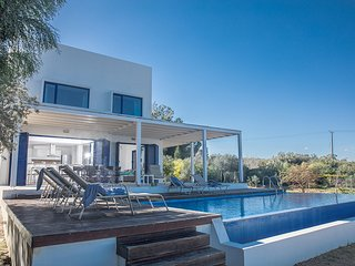Electra 4 bed villa with Panoramic Sea Views and Full UK satellite