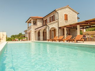 Villa Begonia - with large swimming pool and green outdoor