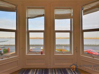 Southport Beautiful Holiday Apartment Overlooking the Marine Lake with Sea Views