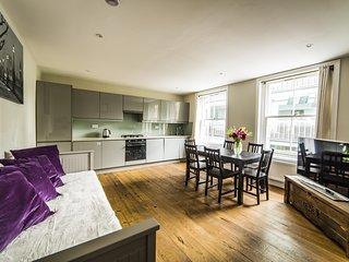 Luxury and Spacious Soho Apartment Sleeps 6, Londres