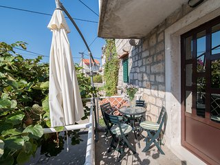 Apartments Dvori - Two Bedroom Apartment with Balcony and Garden View