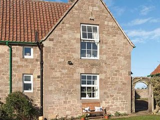 Orchard Cottage Doxford near Beadnell, pretty vintage country cottage near beach