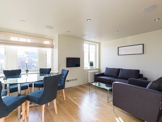 2121. COVENT GARDEN 2BR WITH PRIVATE ROOFTOP TERRACE-MOST CENTRAL AREA OF LONDON